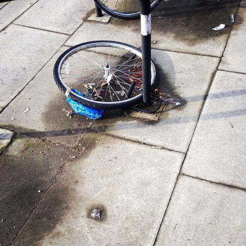 velo volé roue seule