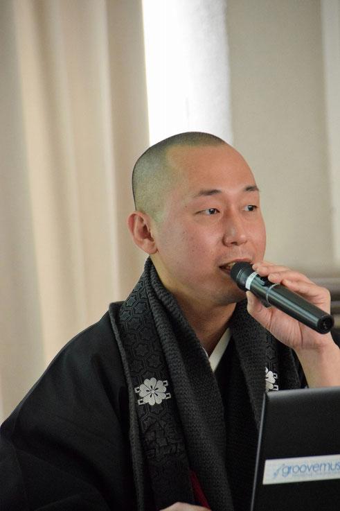 こちららが、長泉寺の宮本龍門住職です。岡山の宗教者九条の会の事務局長を務めるなど、第一線を走っておられます。