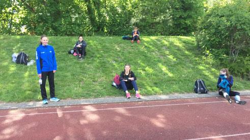 Bei der ersten Trainingseinheit nach der coronabedingten Pause wurde auf dem Sportplatz trainiert.