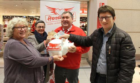 Bärbel Waschbüsch aus Losheim spendet 2000 Euro für Projekte der Herzensengel.