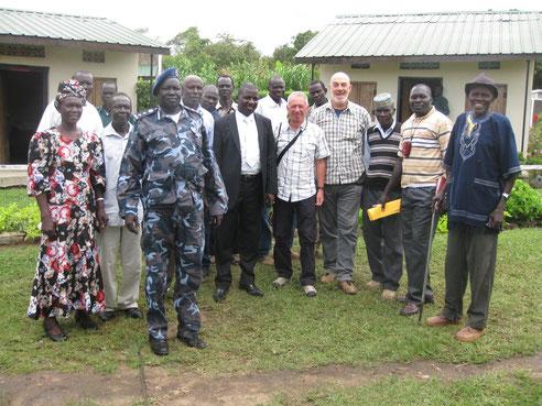 Foto ricordo dopo incontro con autorità a Morobo - novembre 2012