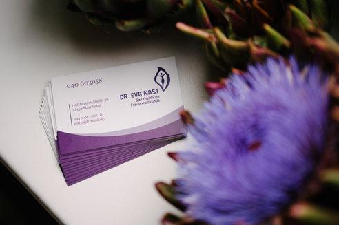Die Visitenkarte der Frauenarztpraxis Dr. Eva Nast in Hamburg Volksdorf