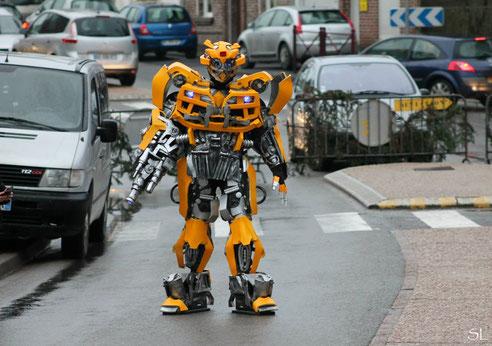 performer transformers,  déambule dans votre ville pour votre fete communale , braderie , brocante , foire , salon, robot , fete foraine , tournée promotionelle