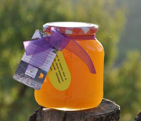 miel-artisanal, miel, miel-de-romarin, miel-de-romarin-et-thym, miel-de-thym, miel-romarin, miel-thym, amandes, artisanat, amandes-toastées, amandes-grillées,
