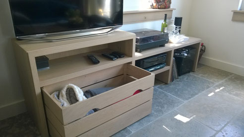 Eiken televisie meubel met een grijze waslaag