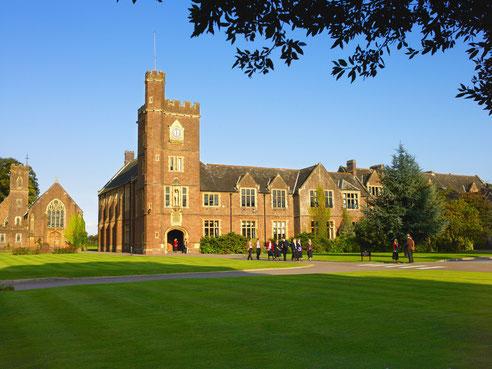 bâtiments classiques d'un college anglais au Royaume-Uni à la campagne