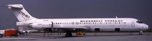 MD-87 mit Stickern von Airline-Kunden/Courtesy: McDonnell Douglas