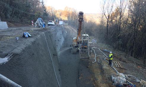 Construction paroi clouée - travaux de reprise d'un glissement de terrain  - génie civil - réalisation paroi clouée