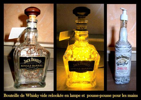 Bouteille de Whisky vide relookée en lampe et pousse-pousse pour les mains