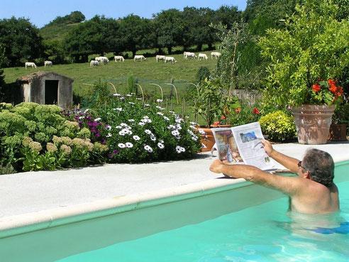 Gîtes avec piscine, au bord de la rivière Evre