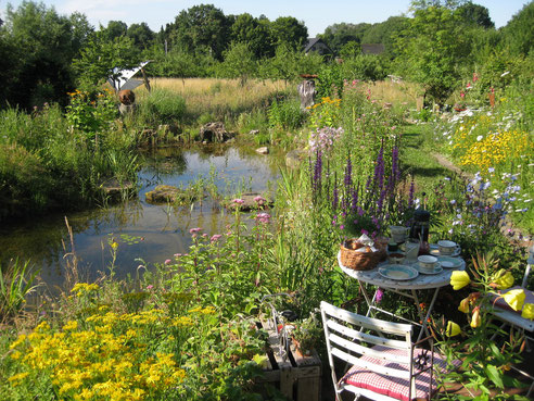 Naturgarten im Sommer: Bunter Genuss mit Mehrwert!