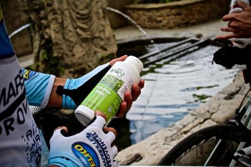 cycliste avec pot d'algue AlphaOne synerj