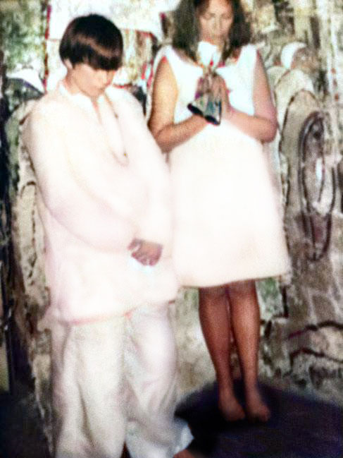1969 : Gregg with his mother Ruth inside Meher Baba's tomb at Meherabad, India