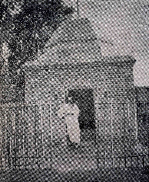 1928 : Meher Baba did most of his fasting and seclusion in this temple in Arangaon.