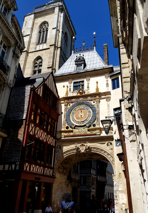 """Le """"Gros Horloge"""" à Rouen, horloge du 14ème siècle"""