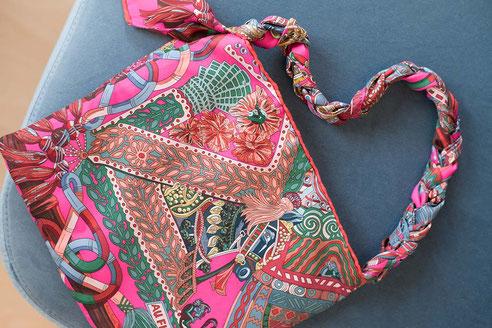 Jennifer Klein Couture upcyling project silk scarves handbags Seidentücher Upcyling besonderes Geschenk für Damen Handtasche Kosmetiktasche
