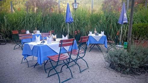 Gedeckter Tisch im Batzenhäusl am Krottensee in Sankt Gilgen