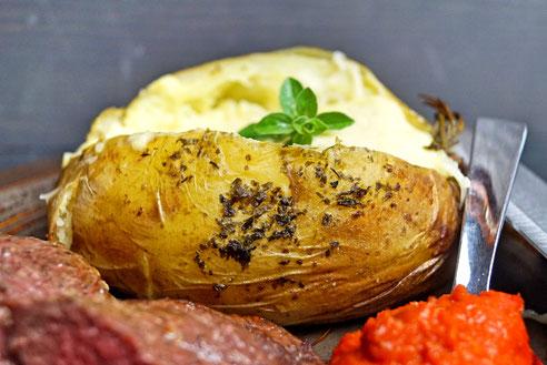 Baked Potatoes mit Käse und Rahm