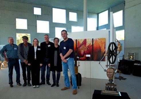 Die tOG-Galeristen und vier der fünf Künstler, die auf der Messe vertreten waren.