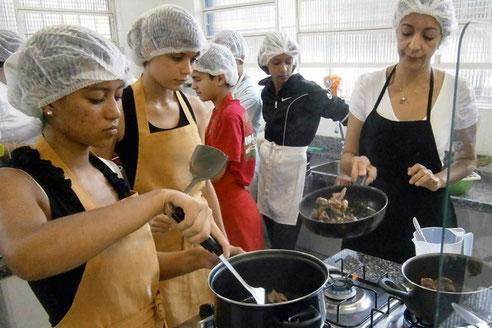 cozinha móvel, street food brasil, cozinha de treinamento, food truck, pólo gastronómico, materiais biodegradáveis, sonhos de crianças, oficina do sabor, direitos das crianças, streetworker brasil
