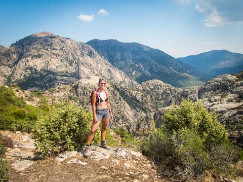 """Auf dem Gipfel """"Punta Piscina Irgas"""" mit traumhaftem Ausblick auf die Oridda Schlucht und das Hinterland"""