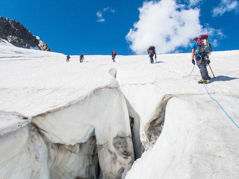 Gletscherspalten kurz vor der Hollandiahütte
