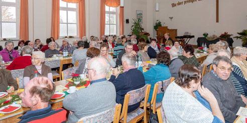 Schöner Adventnachmittag für die älteren Wartenberger im Saal der Landeskirchlichen Gemeinschaft | Foto→ Heiko Weiss