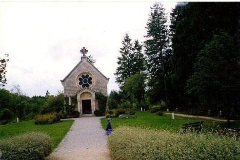 Le village  de Fleury, la chapelle a l'emplacement de l'église disparue comme toutes les maisons