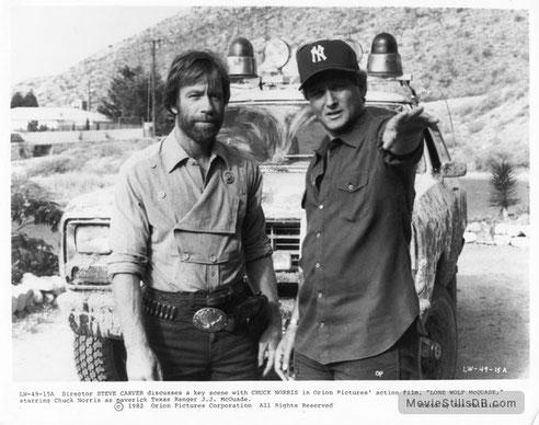 ©Steve Carver, am Set von McQuade mit Chuck Norris