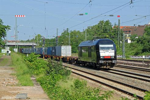 """223 013 mit """"Frankenbach-Containerzug"""" , Saarbrücken-Burbach 06.06.2016"""