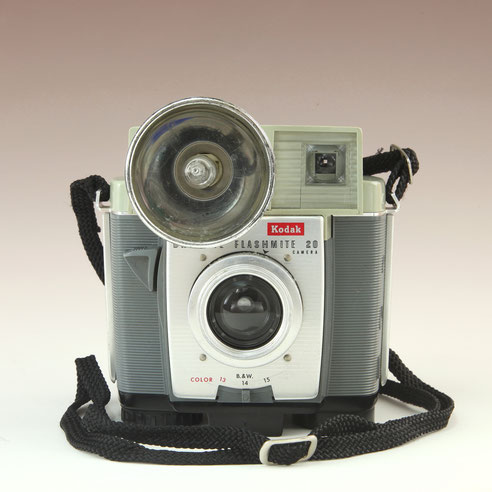 KODAK  Brownie Fashmite 20 Camera 1960 - 1965    © engel-art.ch