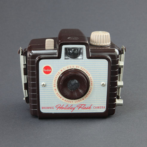 KODAK Brownie Holiday Flash Model  USA ©  engel-art.ch