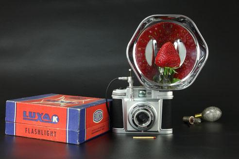 Erdbeere auf Erdbeerspiegel   ©  engel-art.ch