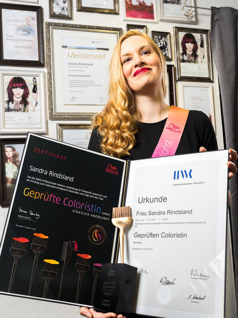 Friseurmeisterin Sandra Rindsland Auszeichnung geprüfte Coloristin