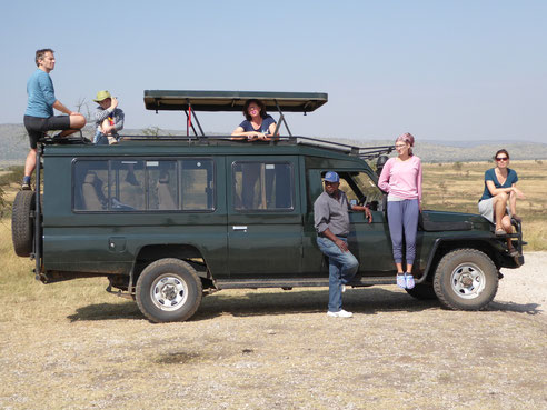 Mit dem Toyota Landcruiser auf Safari in der Serengeti