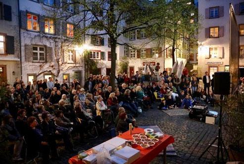 """""""The Story of L'Homme Cirque"""" (""""Die phantastische Geschichte von L'Homme Cirque"""")-Filmabend auf dem Andreasplatz, zur Feier des Geburtstages von Michael Flume in 2018"""