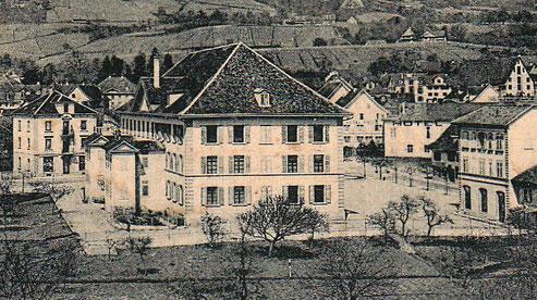 das Pestalozzi-Schulhaus (hier um 1900) behrbergte einen Monat lang 540 internierte französische Soldaten