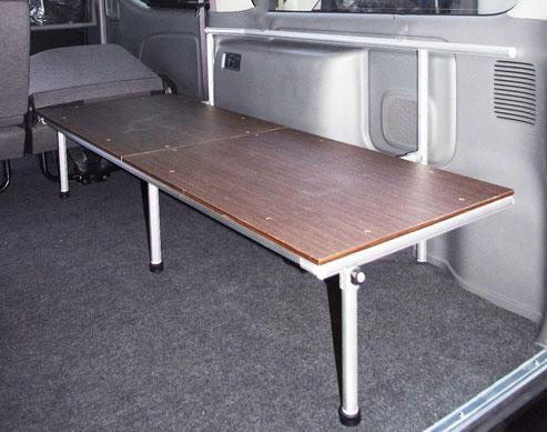 NV350キャラバンの跳ね上げベッドボードです。