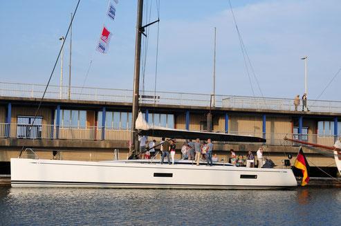 Swan 60, Tiefgang 3,60, Breite 5m, Länge 60 ft oder 18,5 m, Masthöhe 32 m, Besatzungsmitglieder regattareif: 20, gebaut 2009