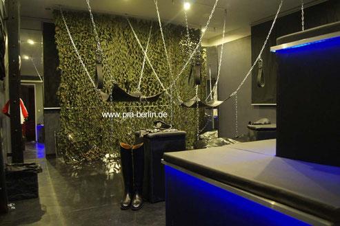 Sling fetisch festish Apartment gay schöneberg Käfig cage rimm chair