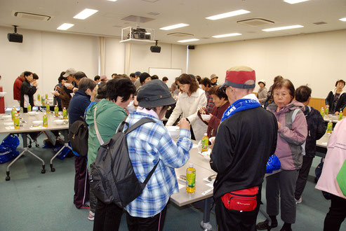 Participants enjoying healthy lunch