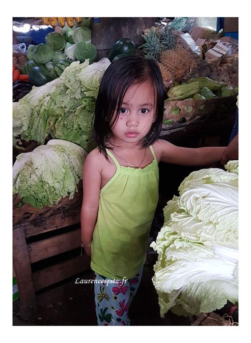 Il n'y a pas que les garçons qui naissent dans les choux ! Philippines.