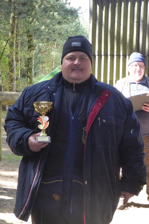 Andreas Pietz mit dem Pokal des 2. Platzes beim Strasburger Mai-Pokal 2016.