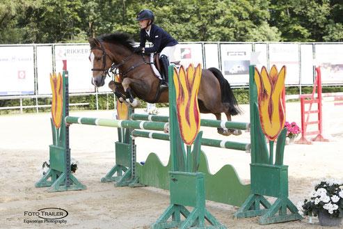 Thijmen Vos met zijn winnende pony Flinstone. Foto FotoTrailer