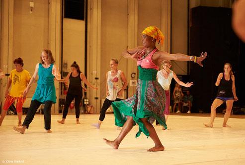 Afro-Tanz Wien Karine LaBel Afro-haitianischer Tanz auf dem Schmelz Wien