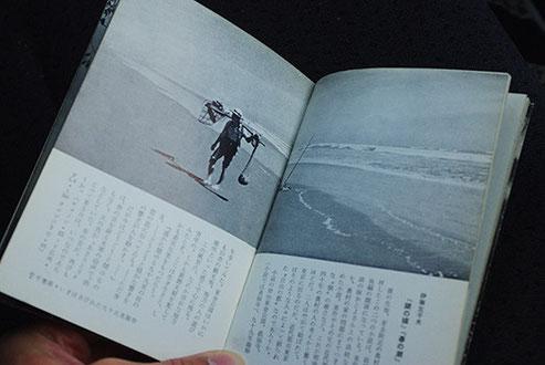 『写真・文学散歩』には、幸田露伴『五重塔』の舞台となった東京・谷中の五重塔の、焼失前の写真や、伊藤左千夫ゆかりの地、九十九里海岸の写真も掲載されています。本書冒頭には志賀直哉による序文が掲載されています