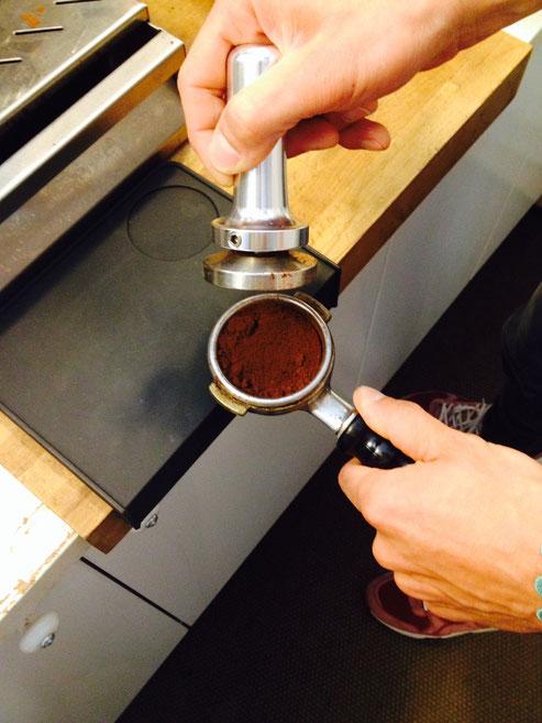 Nun steht das Kaffemehl kurz davor getappt zu werden