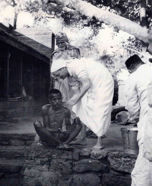7th November 1954 : Meher Baba at the leper colony in Pandharpur, washing a leper with Saint Gadge Maharaj  ( behind ) & Pendu Irani assisting ( right of Baba ). Photo by B. Panday. Courtesy of Lord Meher ; 1st Ed. Vol.13-14, p.4581.