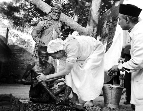 7th November 1954 : Meher Baba at the leper colony in Pandharpur, washing a leper with Saint Gadge Maharaj  ( behind ) & Pendu Irani assisting ( right of Baba ). Photo by B. Panday. Courtesy of Lord Meher ; 1st Ed. Vol.13-14, p.4582.
