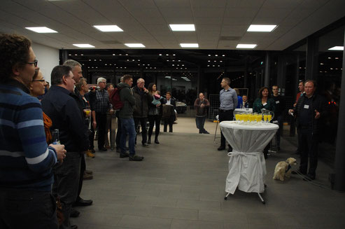 Geschäftsführer Willi Harhammer begrüßt alle Besucher des Events